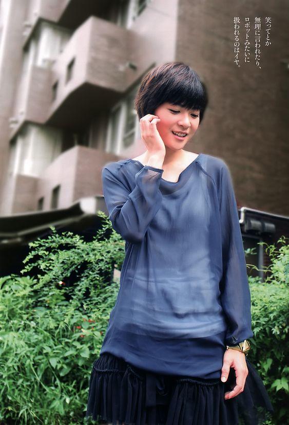 藍色の服の上野樹里