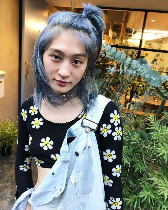 青みがかった髪色の水曜日のカンパネラ・コムアイ