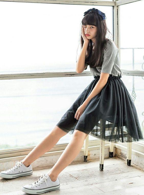 レーススカートのオシャレで可愛い小松菜奈