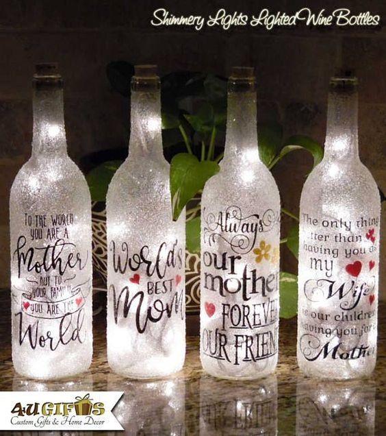 ❤Sei in cerca di un regalo per tua madre, moglie, fidanzata, sorella, zia, cugino o anche il tuo migliore amico che è sicura che AMI? Le nostre bottiglie di vino illuminato luci Shimmery sono decorate e rivestite con un processo unico nel suo genere utilizzando vetro frantumato. Non troverai queste bottiglie