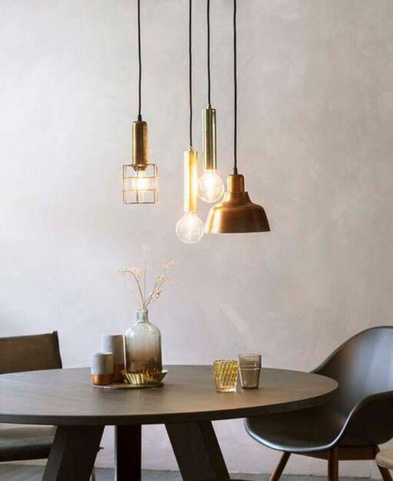 VERLICHTING | Een hanglamp is ideaal voor boven de eettafel. Een mooie hanglamp brengt direct sfeer en, natuurlijk, licht in huis.  Heb je moeite met kiezen uit het veel te ruime aanbod of zit je gebonden aan een beperkt budget? Een pracht lamp boven de eettafel hoeft niet veel te kosten. Laat je inspireren door deze 12 hanglampen onder de - jawel - €100,-! Biano.nl | cc: Karwei