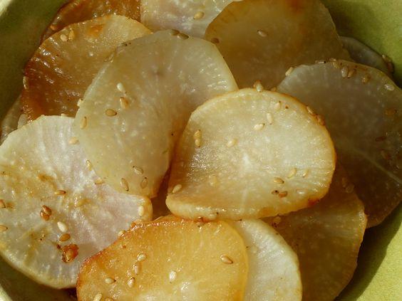 Connaissez vous le Daïkon ? c'est un radis blanc très long, appelé aussi radis japonais. Il peut se manger cru ou cuit, le goût est très doux et c'est délicieux. Voici ma recette du jour toute si...
