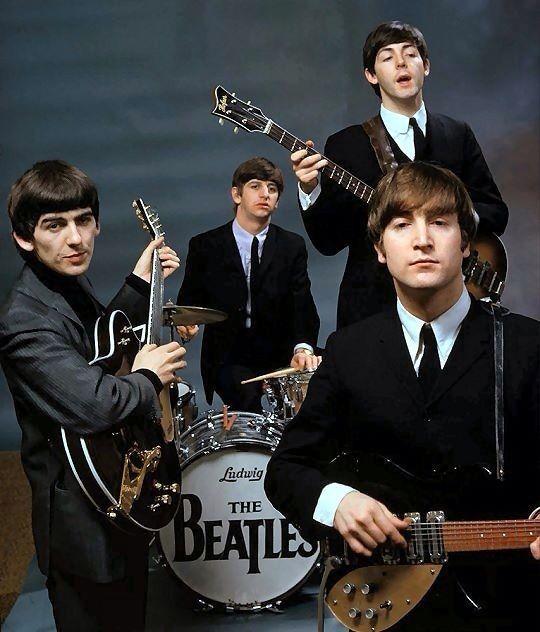 Os Beatles e um rock em estilo engomadinho, no começo da carreira. Inspiração para o dia do rock!