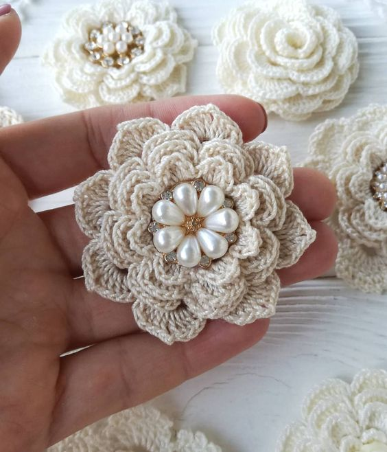 Easy and Cute Free Crochet Flowers Pattern Image Ideas for new Season 2019; crochet flowers; crochet flowers free pattern; knitting flowers; knitting flowers free pattern #flowers #crochetflowers #knitting #crochetpatterns #knittingpatterns #artesanato #uncinetto #ganchillo #häkeln #manualidades #tejidos