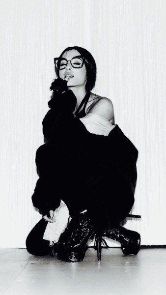 メガネをかけたアリアナ・グランデ