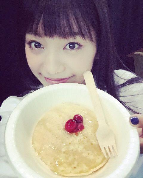 パンケーキを食べるmiwa
