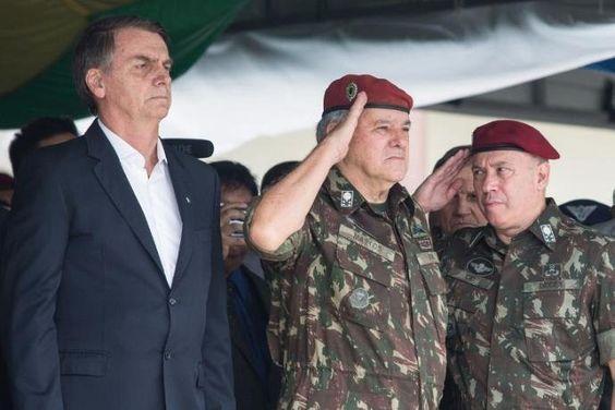 Bolsonaro participou de cerimônia de aniversário de 73 anos da brigada da Infantaria de Paraquedista | Foto: Fernando Souza / AFP / CP