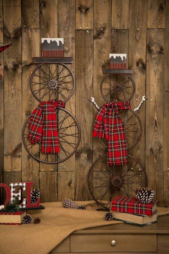 Sembra che i nostri pupazzi di neve #rustici siano fatti con la neve. Lascialo rotolare! Sfoglia tutte le decorazioni per le feste su www.glitzhome.com #christmasdecorating #farmhouse