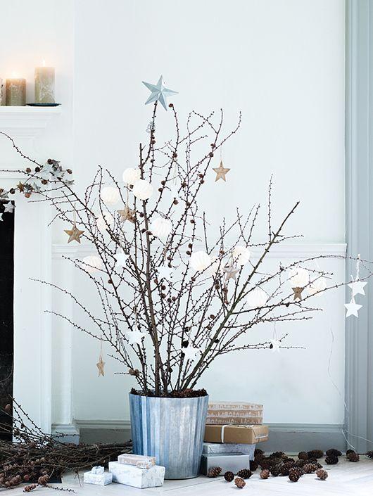 Decorazioni natalizie in stile scandinavo pigne