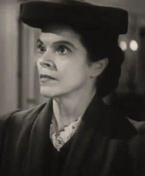 DOROTHY ADAMS est une actrice américaine, née le 8 janvier 1900 à Hannah, Dakota du Nord, morte le 16 mars 1988 à Los Angeles, Quartier de Woodland Hills (Californie). Elle contribue à près de cent films américains (dont des westerns) entre 1938 et 1960, comme second rôle de caractère. Filmographie principale : -1944 : Laura d'Otto Preminger. -1952 : Un amour désespéré (Carrie) de William Wyler. -1956 : Les Dix Commandements (The Ten Commandments) de Cecil B. DeMille.