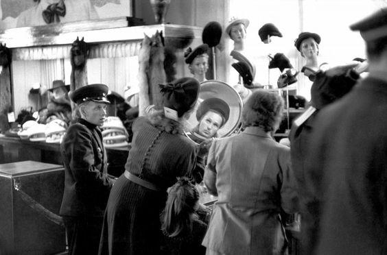Анри Картье-Брессон. Универмаг в Ленинграде, 1954.