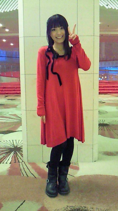 赤いワンピースのmiwa
