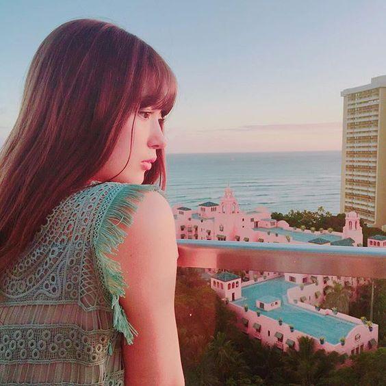 海を見下ろす八木アリサ