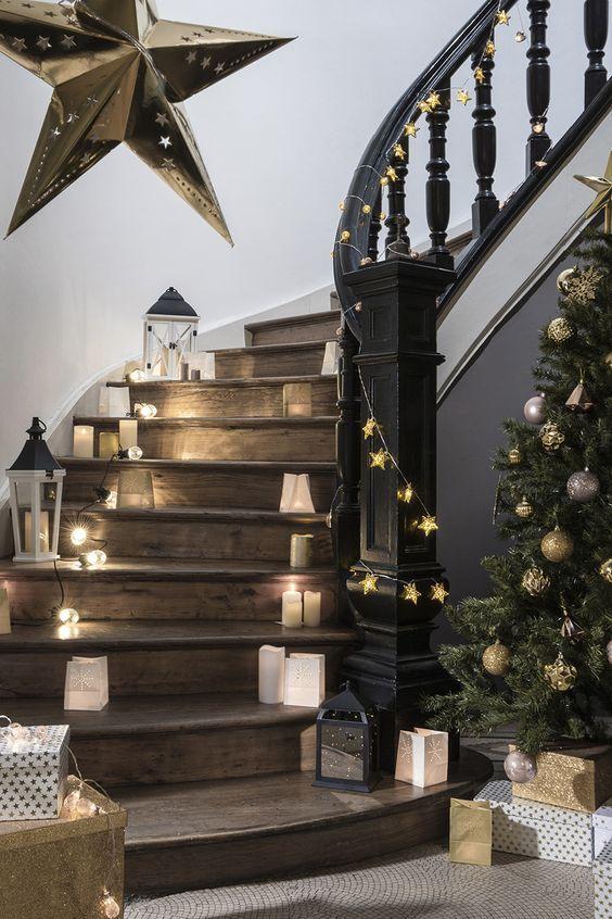 Une jolie déco lumineuse des escaliers pour NoÃ«l